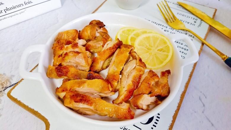 蜜汁烤鸡腿,做好的鸡腿肉质鲜嫩,下酒菜或者追剧美食都有了!