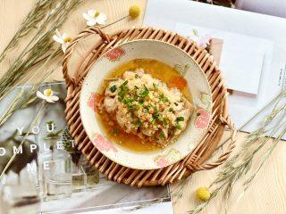 蒜蓉蒸鸡胸肉,肉质滑嫩不柴,鲜美不油腻,鲜嫩多汁!