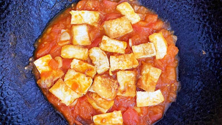 西红柿炒豆腐,再焖一下就可以啦~