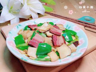 杏鲍菇炒腊肉,美味的腊味杏鲍菇就上桌了。