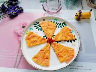 胡萝卜鸡蛋饼,拍上成品图,一道美味又营养的胡萝卜鸡蛋饼就完成了。