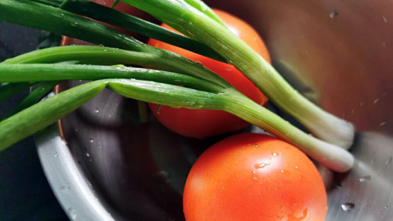 西红柿疙瘩汤,西红柿,<a style='color:red;display:inline-block;' href='/shicai/ 3250'>葱</a>