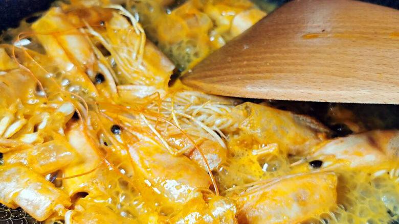 西红柿疙瘩汤,喷料酒去腥,沥出虾头