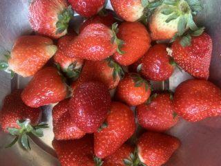 草莓糖葫芦,控干