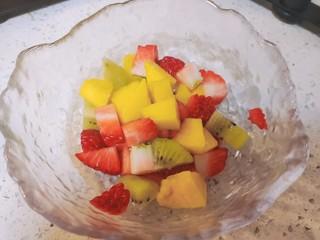 水果汤圆,加入草莓和猕猴桃的约会。
