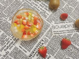 水果汤圆,水果的清香加入汤圆的软糯,冰冰凉凉,好吃的不得了。