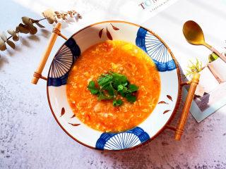 西红柿疙瘩汤,放上香菜装饰一下。