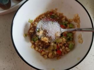 高颜值凉菜!凉拌黄瓜皮蛋,加入白砂糖搅拌均匀