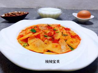 西红柿炒土豆片,鸡蛋和坚果是每天必不可少的营养