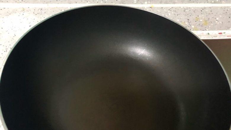油豆腐炒白菜,不粘锅烧热