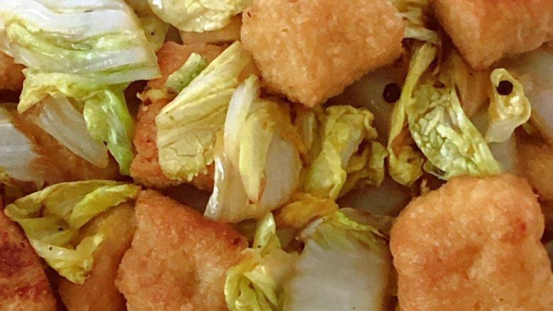 油豆腐炒白菜,温火翻炒2分钟
