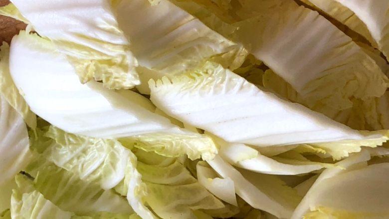 油豆腐炒白菜,白菜随意斜切