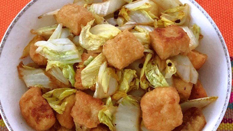油豆腐炒白菜,出锅装盘