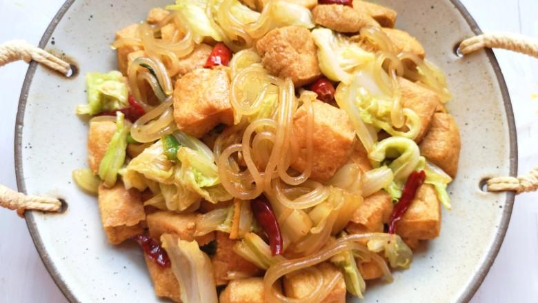 油豆腐炒白菜,超好吃。