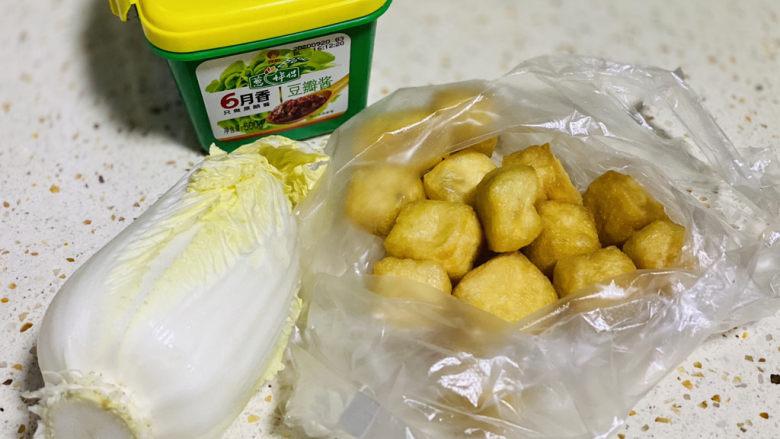 油豆腐炒白菜,准备食材;
