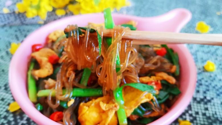 韭菜炒粉丝,鲜香美味的韭菜炒粉丝就做好了
