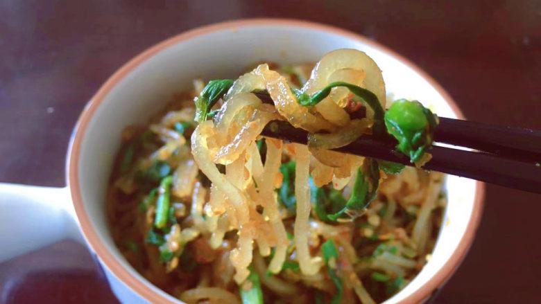 韭菜炒粉丝,今天的中饭就吃它了😋