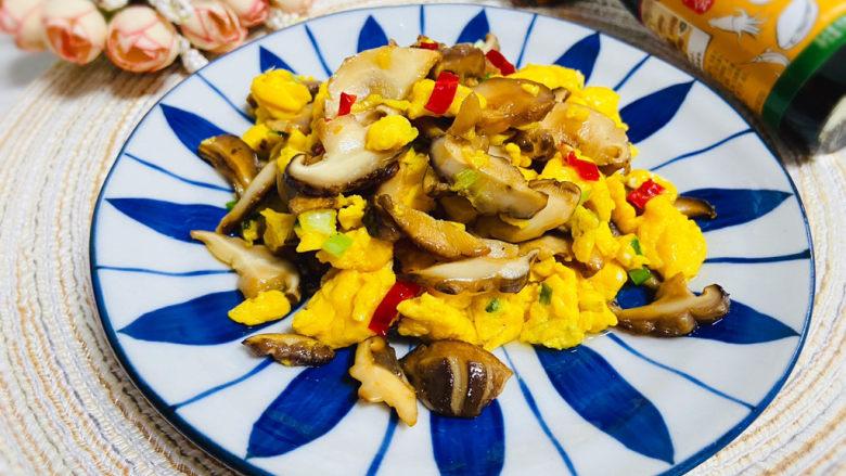 香菇炒鸡蛋,香菇炒鸡蛋营养丰富,家人都爱吃!
