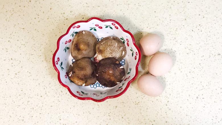 香菇炒鸡蛋,准备好食材