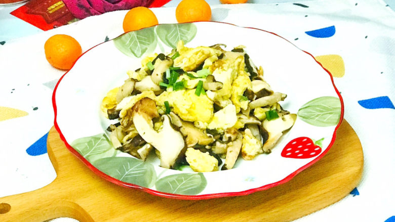 香菇炒鸡蛋,美味的香菇炒鸡蛋就做好了