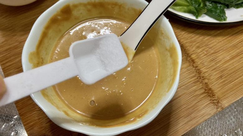 凉拌油麦菜➕麻酱油麦菜,尝下咸淡,如果觉得淡可以加少许食盐拌匀