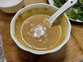 凉拌油麦菜➕麻酱油麦菜,拌匀即可,这个调味汁拌蔬菜拌面很好吃,喜欢辣的可以加少许红油