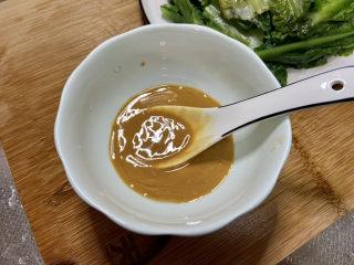 凉拌油麦菜➕麻酱油麦菜,准备调味汁:两汤匙芝麻酱