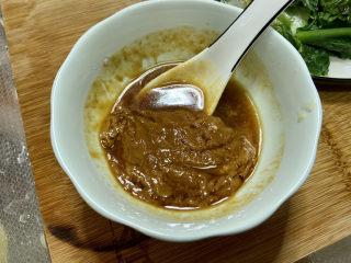 凉拌油麦菜➕麻酱油麦菜,分次加入少许凉开水,
