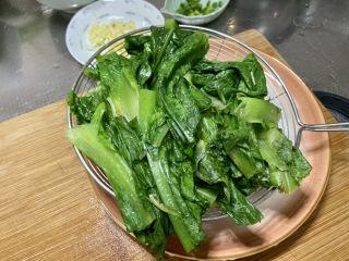 凉拌油麦菜➕麻酱油麦菜,捞出沥水