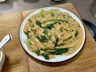 凉拌油麦菜➕麻酱油麦菜,撒上熟白芝麻即可上桌享用