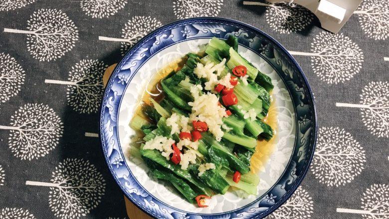凉拌油麦菜,吃时拌均匀即可