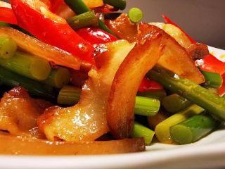 蒜苔回锅肉,透亮的五花肉片,太令人惊叹不已。