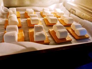 棉花糖饼干,烤箱210度烤2~3分钟左右