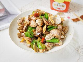 辣炒花甲,酱香浓郁,辣劲十足,蛤蜊肉特别入味,即可佐酒,又能下饭,鲜美极了。