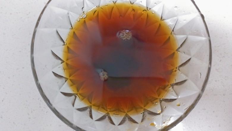 凉拌油麦菜,<a style='color:red;display:inline-block;' href='/shicai/ 788'>生抽</a>,<a style='color:red;display:inline-block;' href='/shicai/ 721'>蚝油</a>,糖,盐,水调成一碗汁备用
