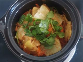 锅包土豆片,关火放香菜
