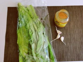 凉拌油麦菜,食材准备好。