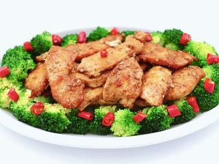 香煎孜然鸡块,放入煎好的鸡块鸡块开吃。