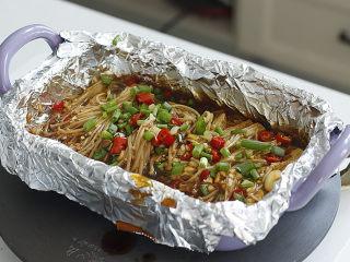 锡纸金针菇,炉子上放导热盘,小火加热至熟透
