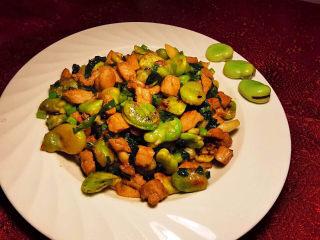 雪菜炒蚕豆,干香适口