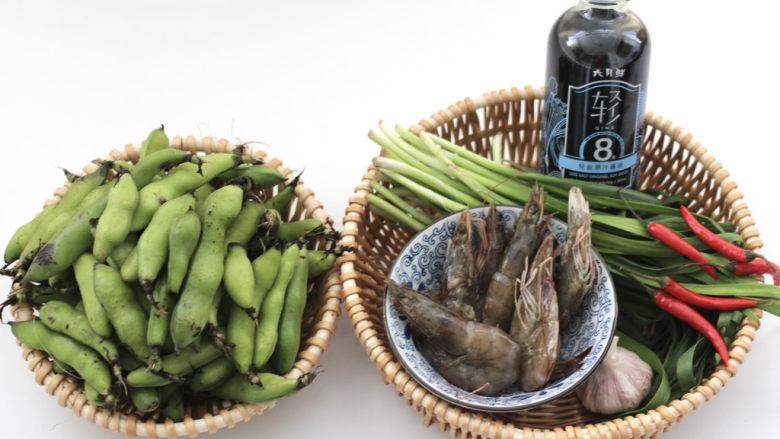 韭菜炒蚕豆,首先备齐所有的食材。