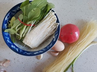 番茄米线,准备食材备用