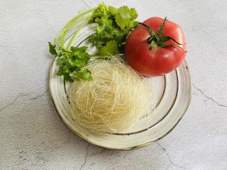番茄米线,准备好食材