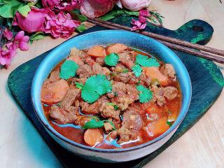 西红柿炖牛肉,酸甜可口的番茄牛肉就上桌了。