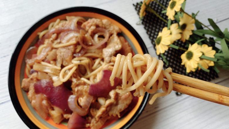 黑椒牛肉意面,中西结合来制作,筷子卷起直接吃~