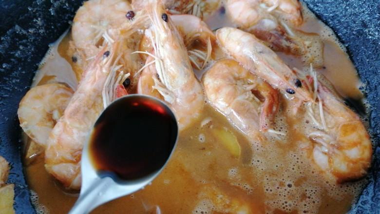 糖醋虾,加入一勺醋