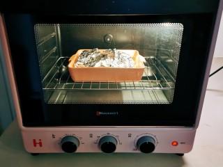 锡纸金针菇,放入烤箱,210度烤15分钟。