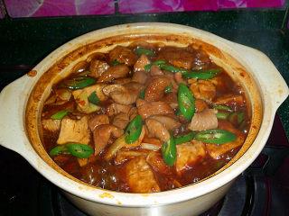 肥肠炖豆腐,再次煮开即可