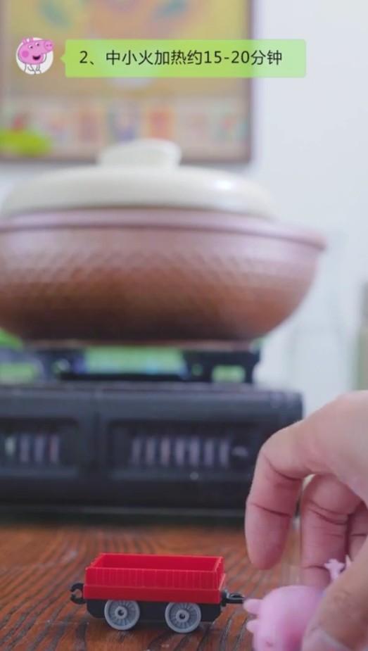 双皮奶,步骤九:中小火加热约15-20分钟。