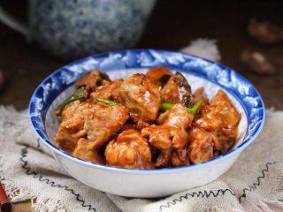 香菇炖鸡腿,一道美味营养的香菇炖鸡腿就做好了!